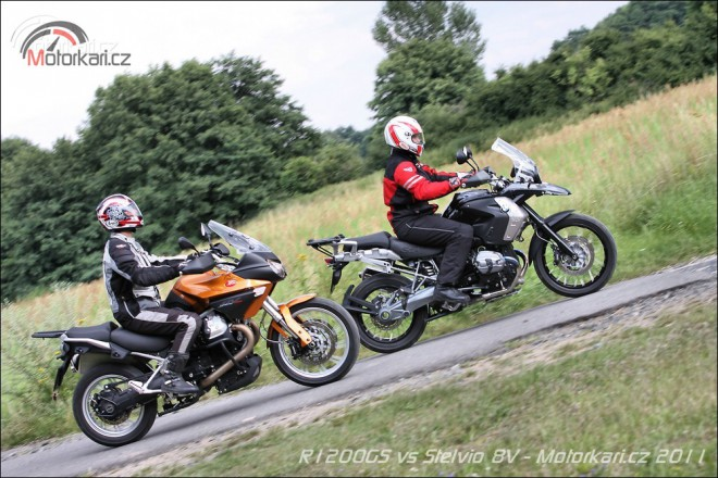 Moto Guzzi Stelvio 8V vs. BMW R1200GS Triple Black