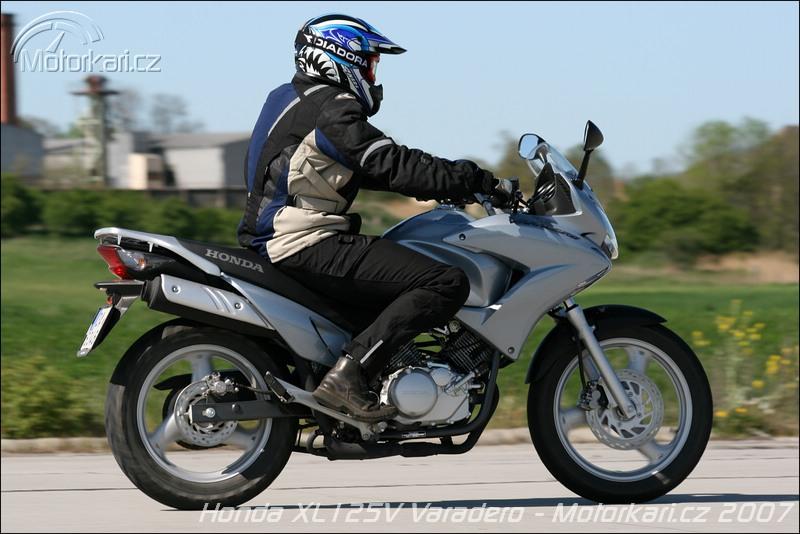 technick daje motocyklu honda xl125v varadero motork. Black Bedroom Furniture Sets. Home Design Ideas