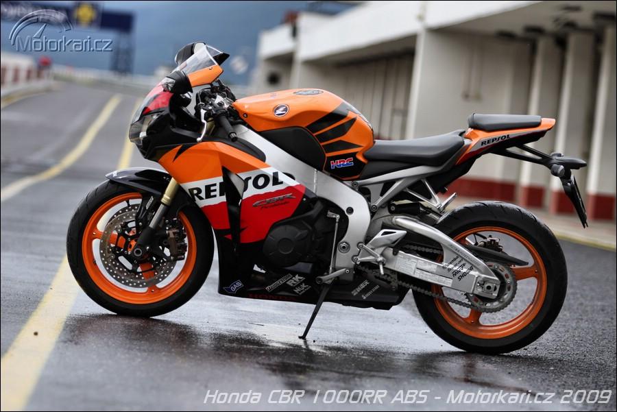 Technick daje srovnn honda cbr1000rr vs suzuki gsx r1000 for Yamaha rr 1000