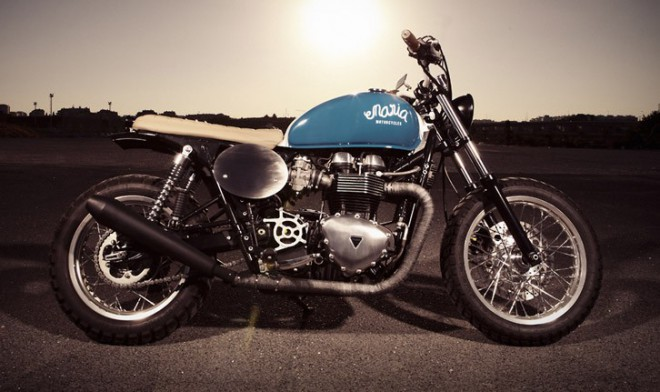 "Triumph Thruxton 900 ""Mighty Blue"""