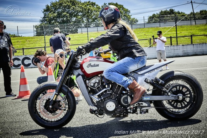 "Indian Scout ""Miracle Mike"" sbírá vavříny ve sprintu"