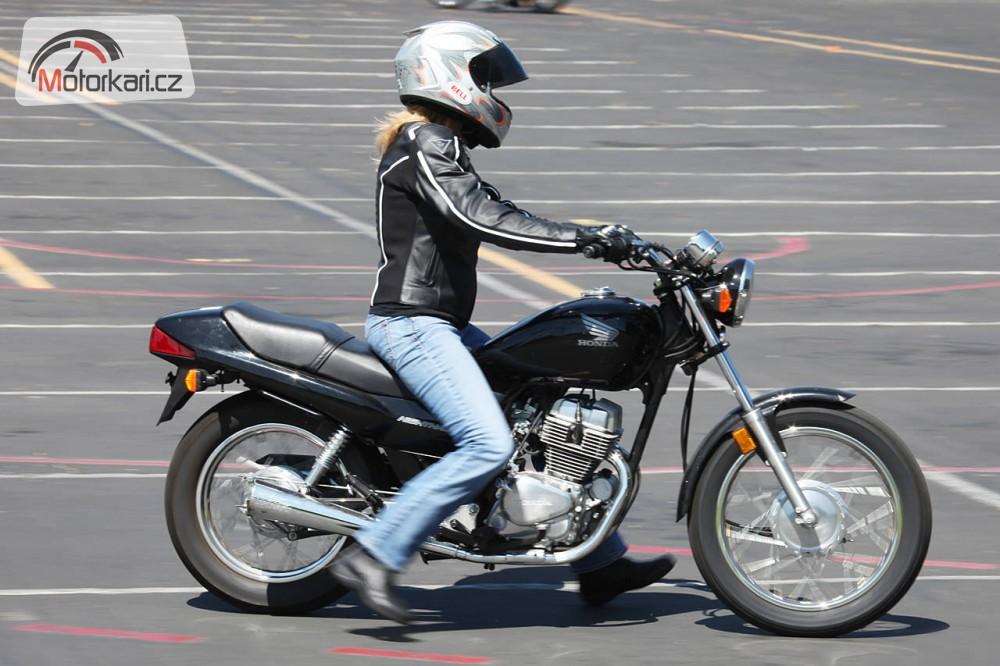 Trpasličí manuál  když je motorka příliš vysoká  1a644a57da