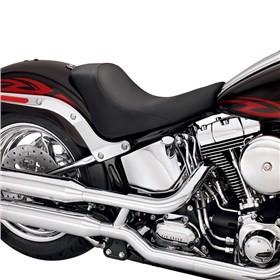 Harley-Davidson připravil nový katalog doplňků a oblečení. Doporučit musíme  Bobber sedačku pro solo jízdu. Jednoduchý vzhled tu hraje prim a spolehnout  se ... 0afcc6de51
