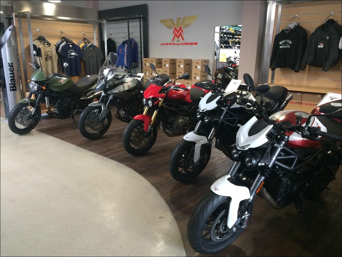 Hodně speciální a exotické stroje jsou k vidění na vašem showroomu MR43. Dá  se říct a2f01bba9b